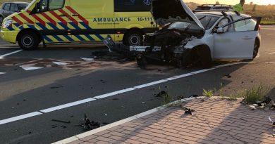 Drie personen naar ziekenhuis na botsing auto's