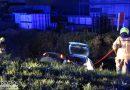Omstander treft verlaten auto aan in sloot, eigen auto rolt ook te water