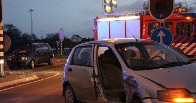 Drie personen naar het ziekenhuis na aanrijding op kruising