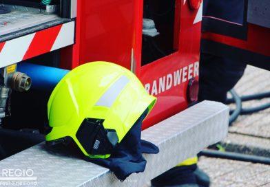 Brandweerman valt uit brandweerwagen onderweg naar melding