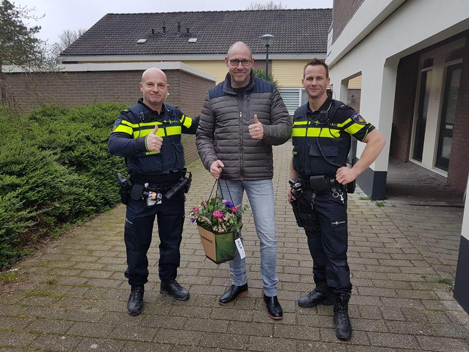 Bos bloemen voor alerte buurtbewoner in Hoorn