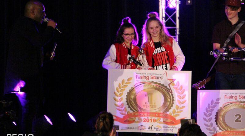 Demi en Jennifer winnen de eerste prijs bij RisingStars