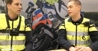 Politievlogger Jan-Willem en politieagent Mark Weg maken samen vlog tijdens dienst