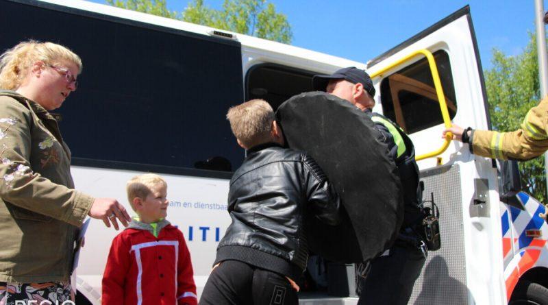 [FotoAlbum] Veel bezoek bij open dag Brandweer Enkhuizen
