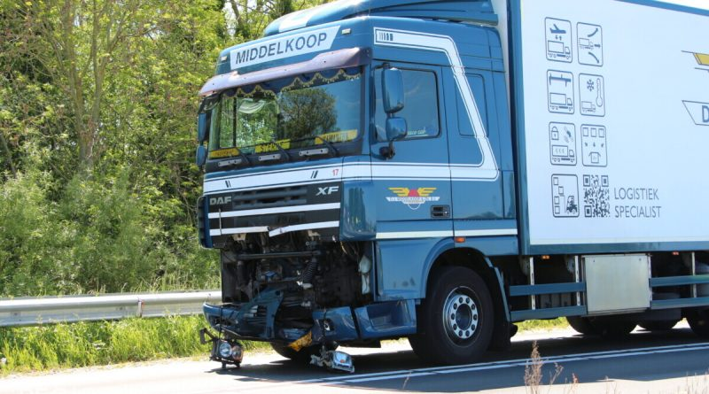 Motorrijder (57) overleden na aanrijding met vrachtwagen