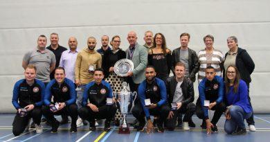 Zaalvoetballers ontvingen sportpenningen voor kampioenschap [WestFriesland.tv]