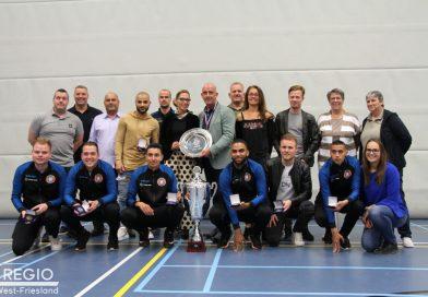 Zaalvoetballers ontvingen sportpenningen voor kampioenschap