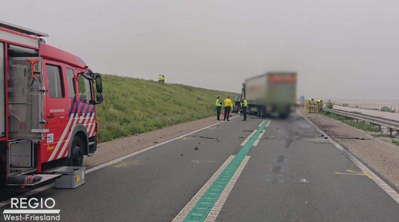 Dodelijk verkeersongeval op de Markerwaarddijk: Dijk afgesloten