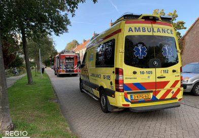Woningbrand in Hoorn, hondje nagekeken door dierenambulance