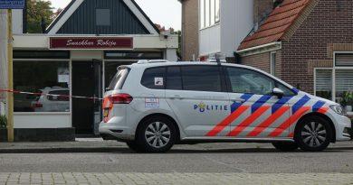 Twee personen met vuurwapen overvallen snackbar in Blokker