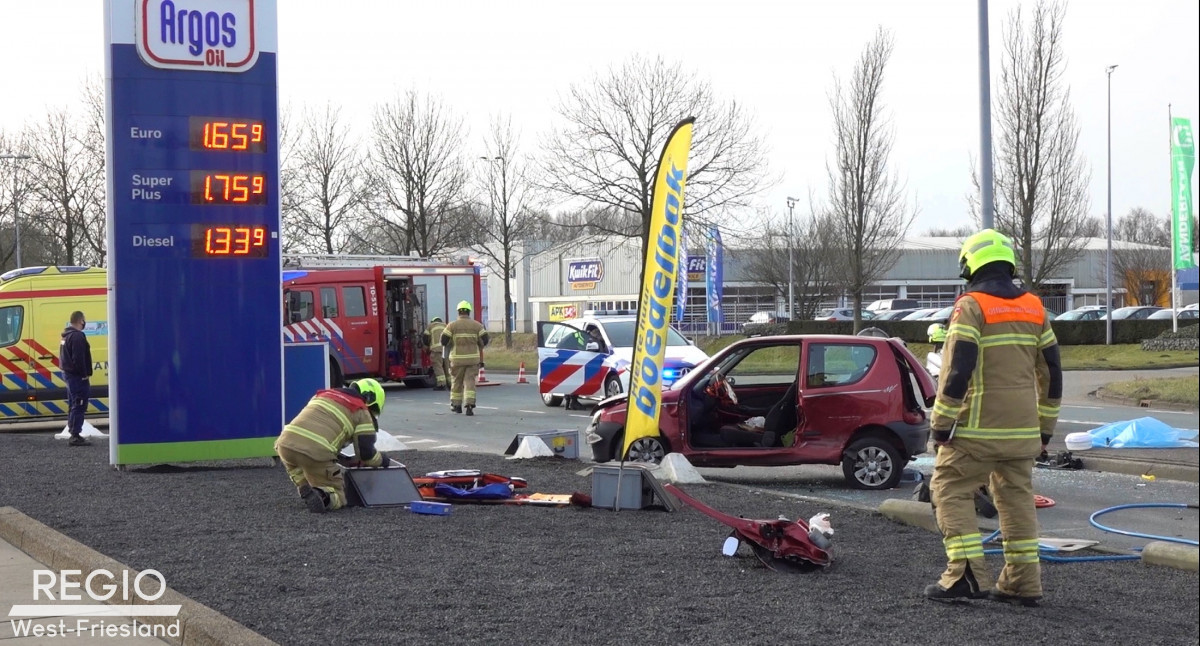 Brandweer bevrijd bestuurder na ongeval inZwaag.